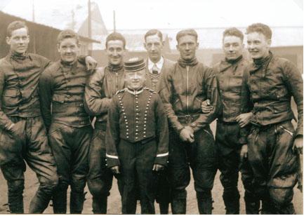 Belle vue 1931 - Wally Hull, Eric Langton, Frank Varey (capt.) Curly (mascot), Jack Harris (Team Manager), Max Grosskreutz, Len Woods, Chun Moore