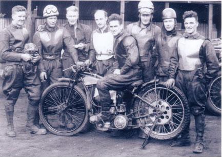 belle vue 1933 - Eric Langton, Max Grosskreutz, Broncho Dixon, Bob Harrison, Frank Varey (capt.), Eric Gregory, Bill Kitchen, Joe Abbott