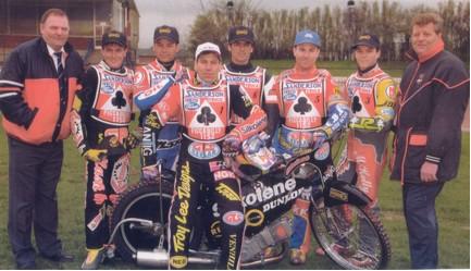 belle vue aces 1997 - John Perrin (promotor), Jason Lyons, Charlie Venegas, Sam Ermolenko (capt.), Nathan Murray, Billy Hamill, Chris Manchester, John Hall (promotor)