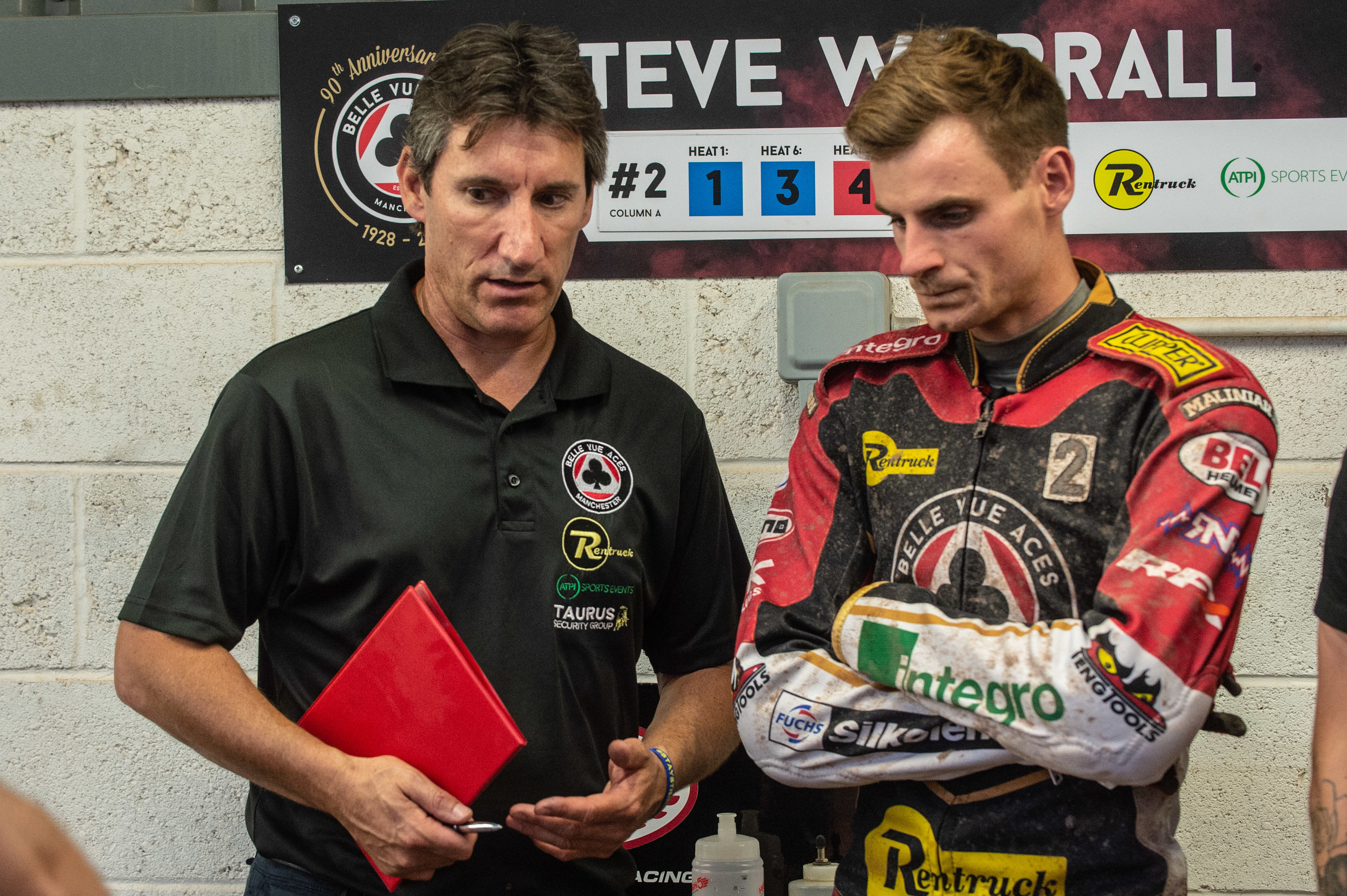 Steve Worrall confers with Rentruck Aces team boss Mark Lemon