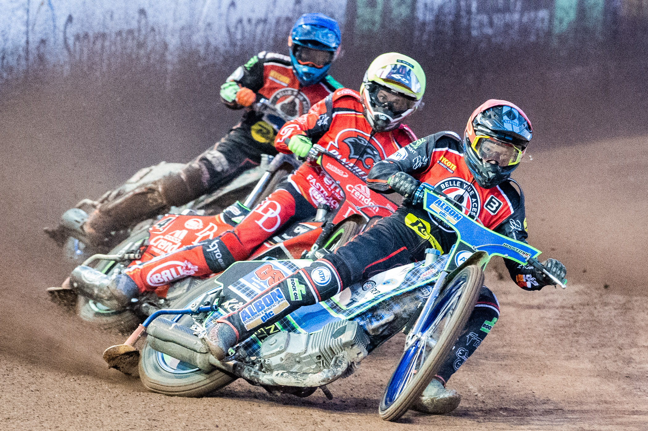 Dan Bewley shocked the crowds with a massive 11-point haul in his first home meeting for seven months!