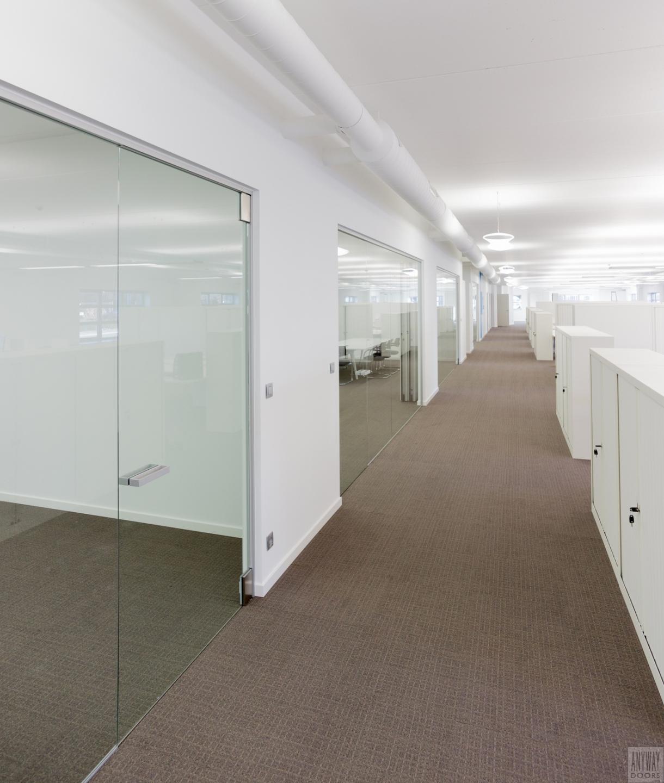 Glazen-deuren-en-wanden-kantoren.jpg
