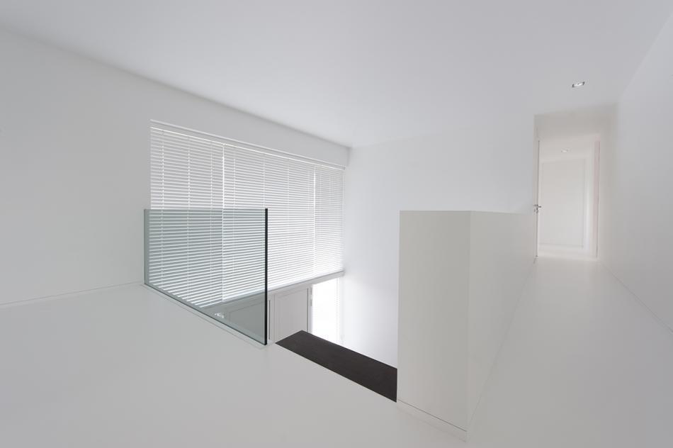 Binnenbalustradeglaswittekamer.jpg
