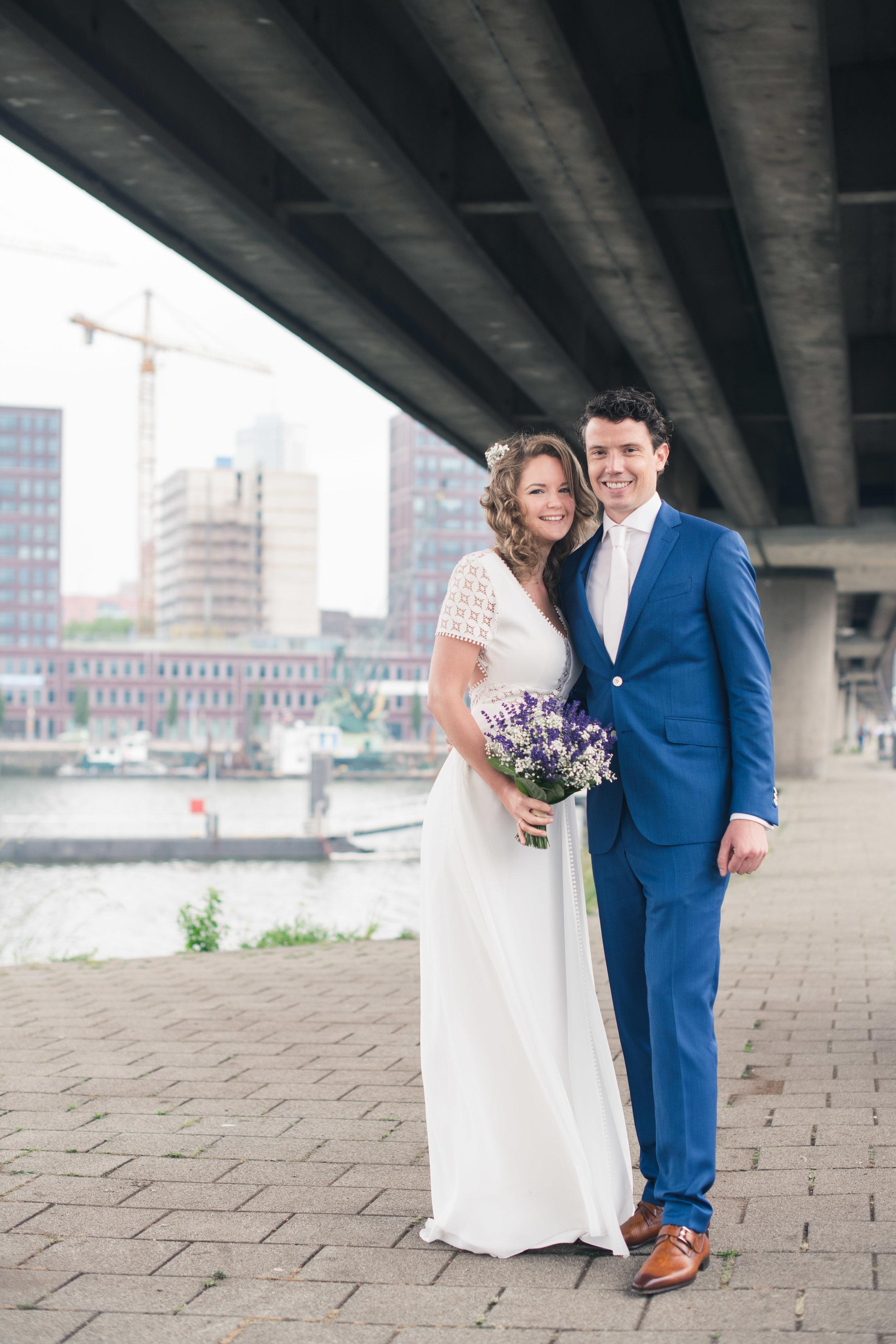 Een portret van de bruid en bruidegom gemaakt in Rotterdam tijdens een bruidsreportage.