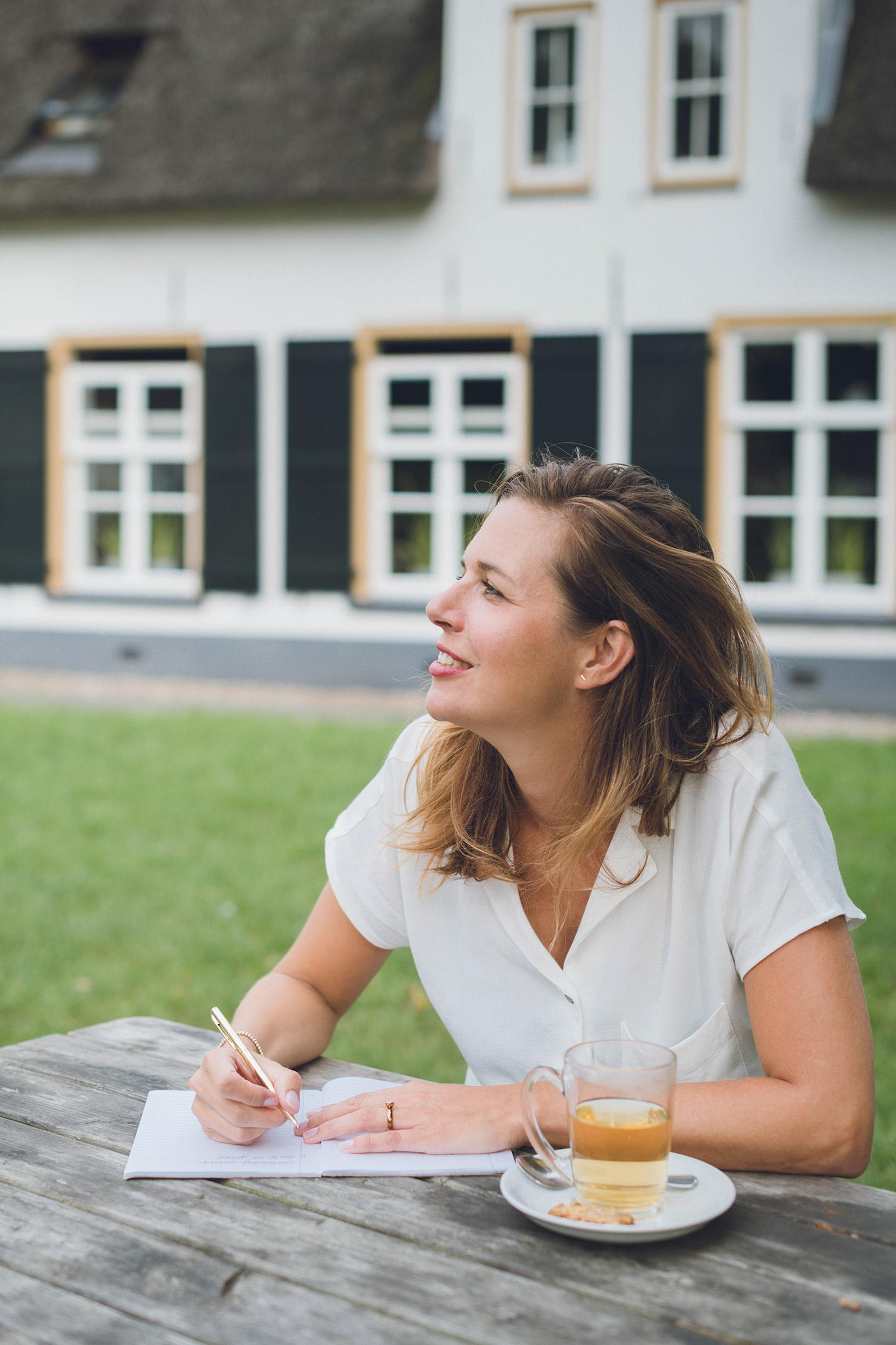 Een portret van Madelon (Happy Being Coaching) in Utrecht, gemaakt voor haar website en social media.