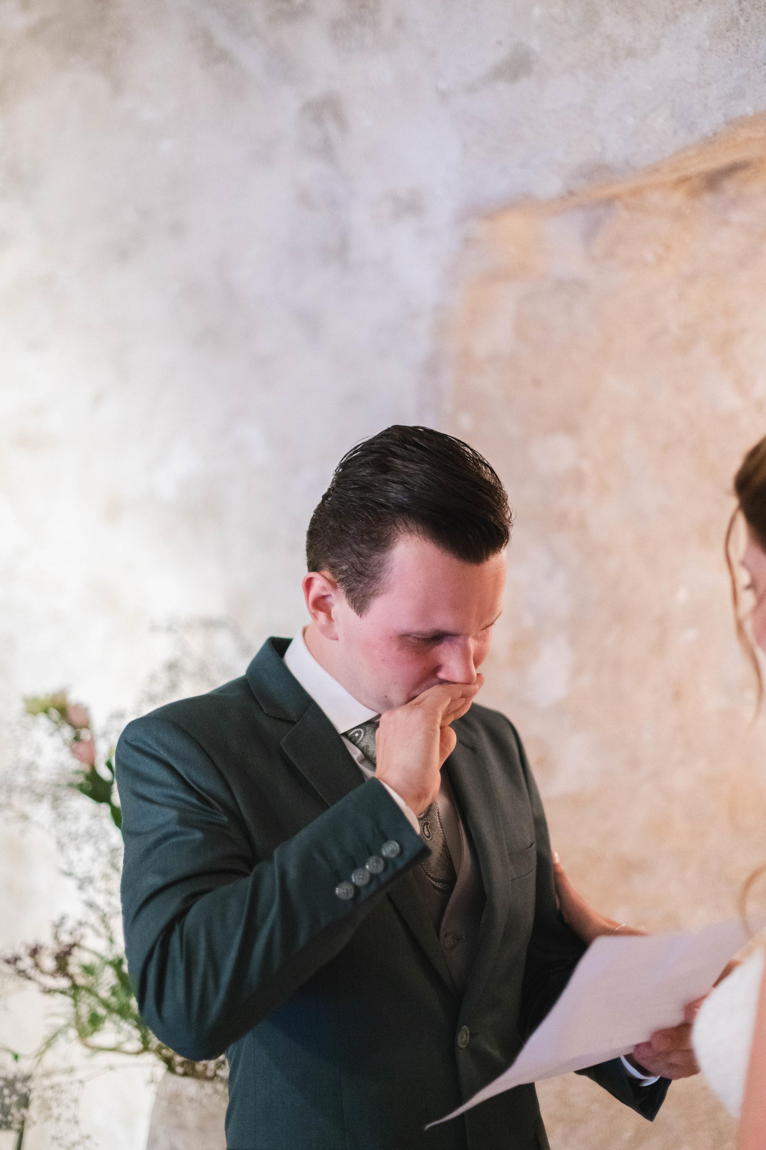 Emotionele momenten horen erbij op een bruiloft en zijn onmisbaar in een complete trouwreportage.