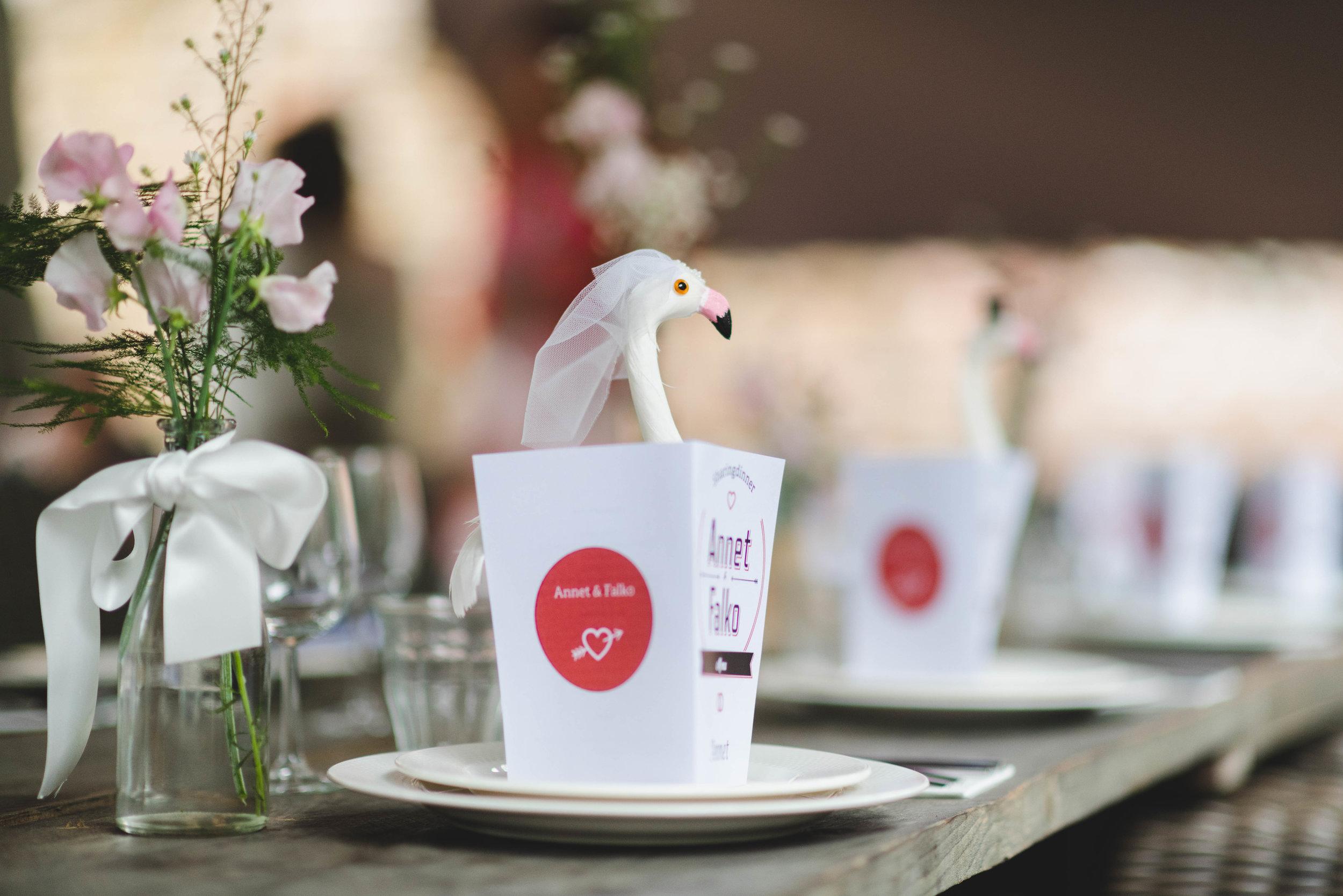 Een sfeerfoto van de styling van een diner tijdens een trouwreportage.