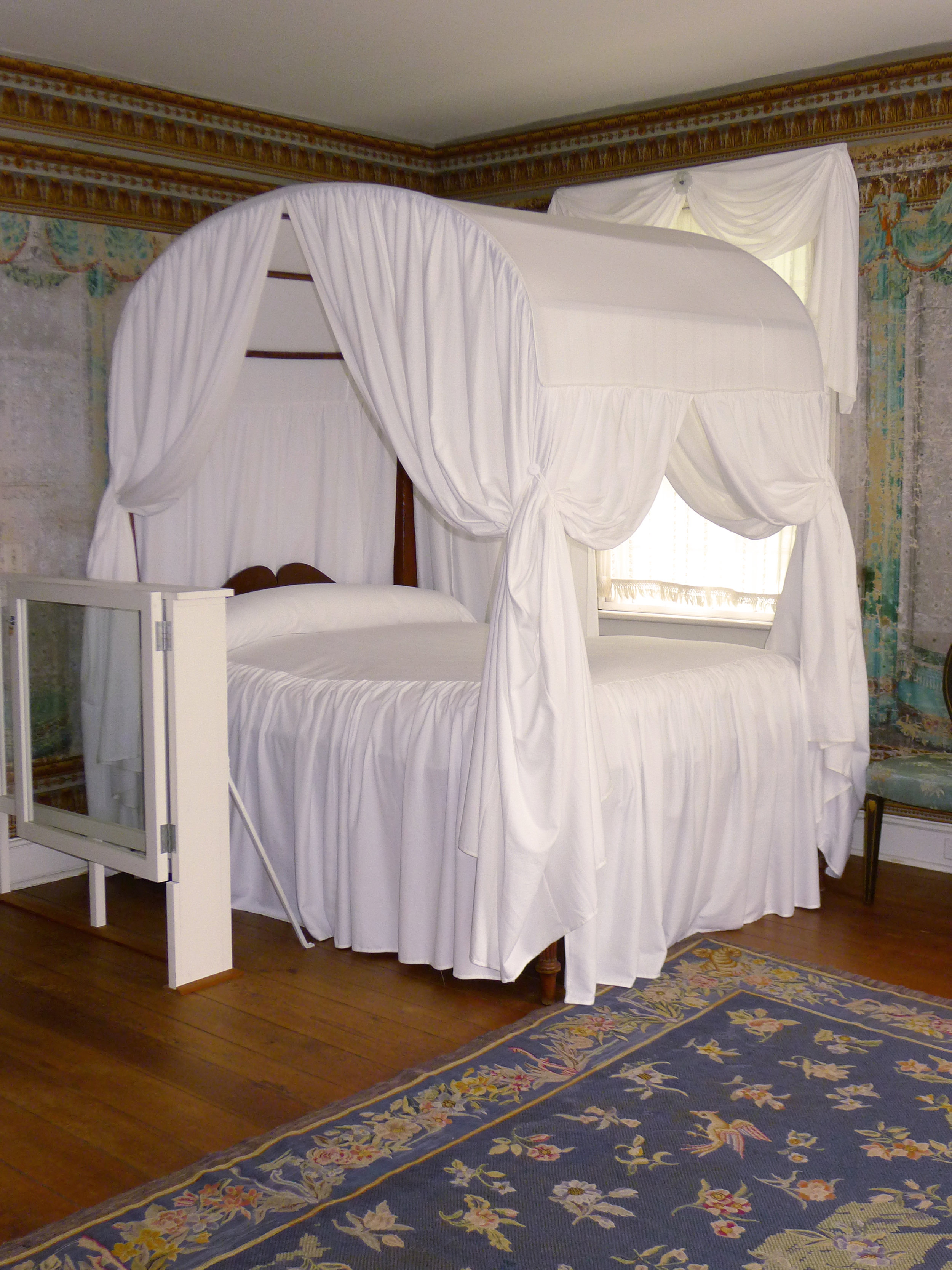 Stebbines-new-bed-hangings-2013_1.jpg