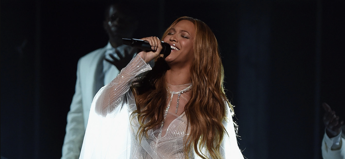 Beyoncé performing at the Grammys 2015