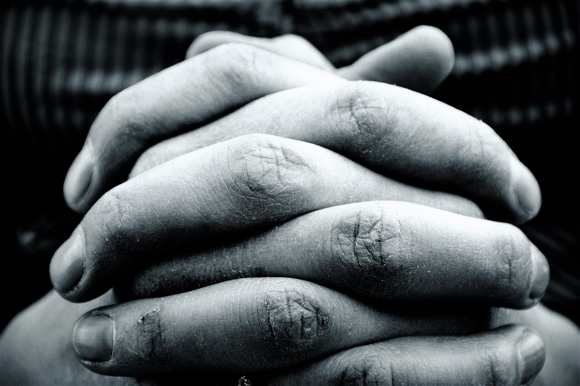 hands-2274255_1920.jpg