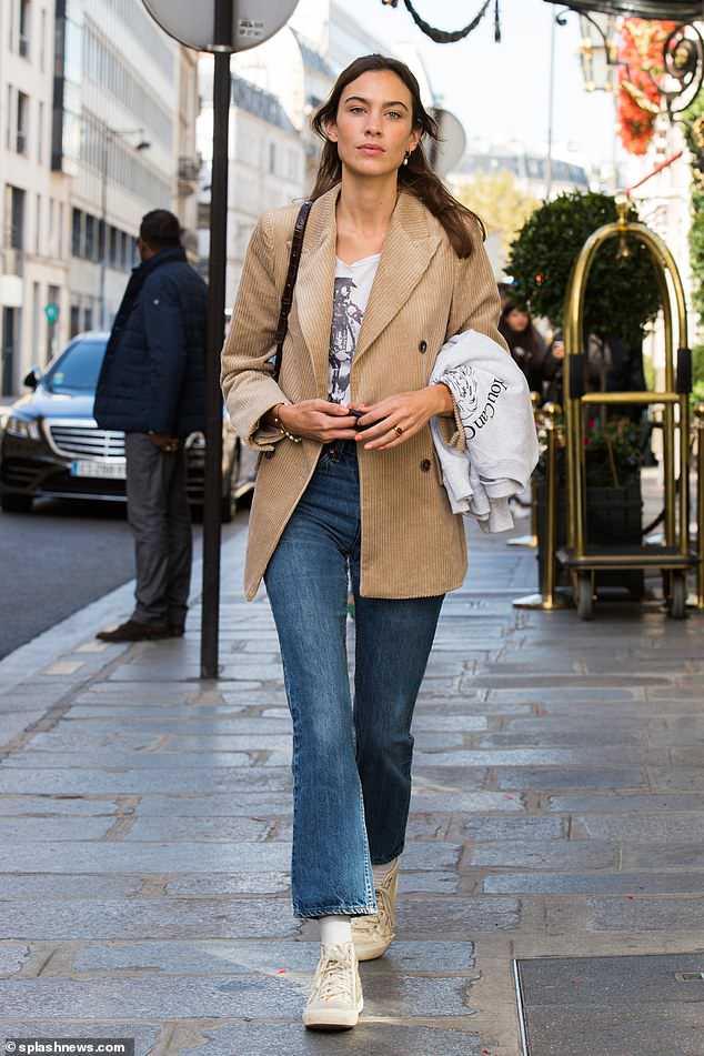 Alexa Chung at Paris Fashion Week '18