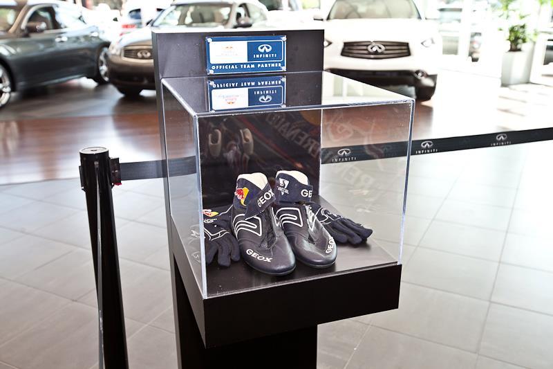 Museum style display kiosk
