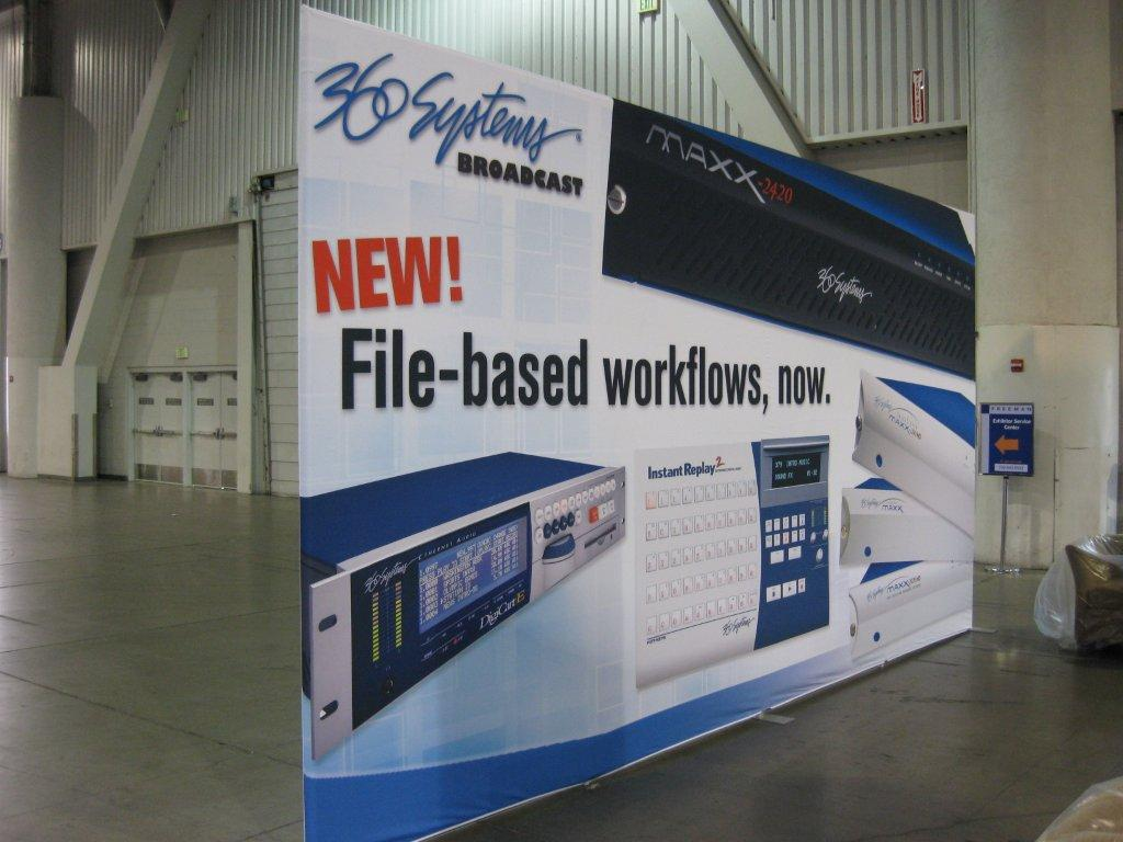 Lightweight backdrop for tradeshow