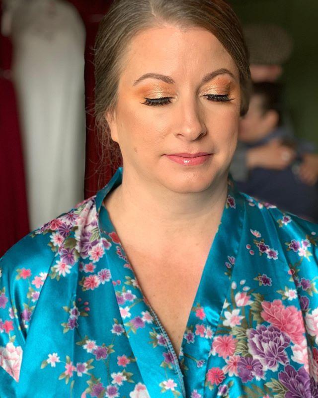 Soft Glam using @hudabeauty eyeshadow palette  @anastasiabeverlyhills  @kissproducts  @urbandecaycosmetics