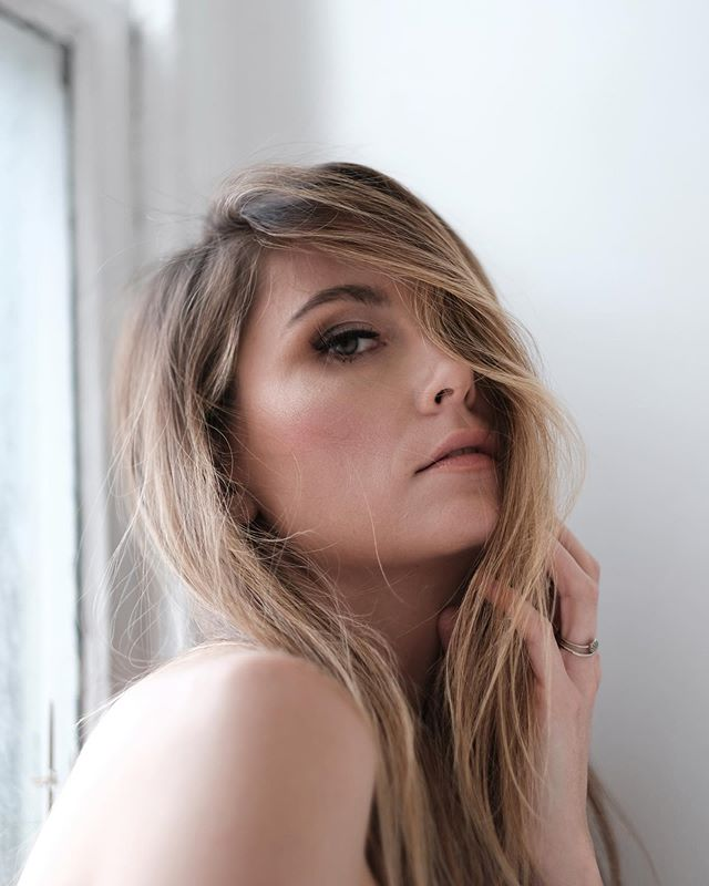 Photographer 📸 @ian.jenkins  Model @nickyandroes  Makeup 💄 @melyrosalezmua  ___________________ Products / Productos ✨✨ Brows / cejas : @anastasiabeverlyhills  Lashes /pestañas : @kissproducts  Eyeshadow/ sombra :  @anastasiabeverlyhills  Eyeliner / delineador :  @narsissist  Foundation / base : @narsissist  Concealer / corrector : @makeupforeverofficial  Bronzer/ bronceador : @bobbibrown  Highlight / Iluminador : @lauramercier  Lips / Labial : @urbandecaycosmetics . . . . . . . . #nycmakeupartist #nymua #bridalmakeupnyc #queensnymakeupartist #nycmakeup #muanyc #latinamakeup  #nycfreelancemua #bridenyc#nycfreelancemakeupartist  #indianbridalmakeup #automaquillajenyc #maquillajenyc #maquillistaennewyork #clasesdemaquillajeennewyork #nycprommakeup  #nycmaquillaje #nycmakeup #nycmakeupartist #makeupglownyc #nycbridalmakeup