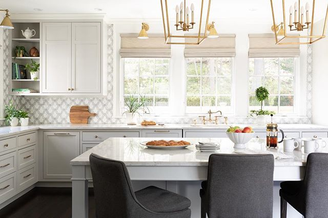 Who wouldn't love to start their day in this kitchen! Neutral tones with gold accents give this room a calm happy feel.  Swipe for before!!! Backsplash: @tilebydesign  Lighting: @visualcomfortco  Stools: @arhaus  Construction :  @windhillbuilders_ma 📸: @emilyobrienphoto_design  #beforeandafterdesign #dreamkitchen #kitchendesign #kitchenremodel #kitchendecor