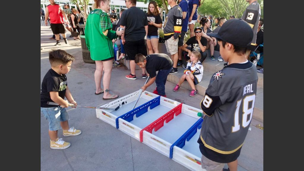 ANOTHER EXAMPLE OF HOCKEY FEVER IN TOSHIBA PLAZA. Photo: Norm Clarke