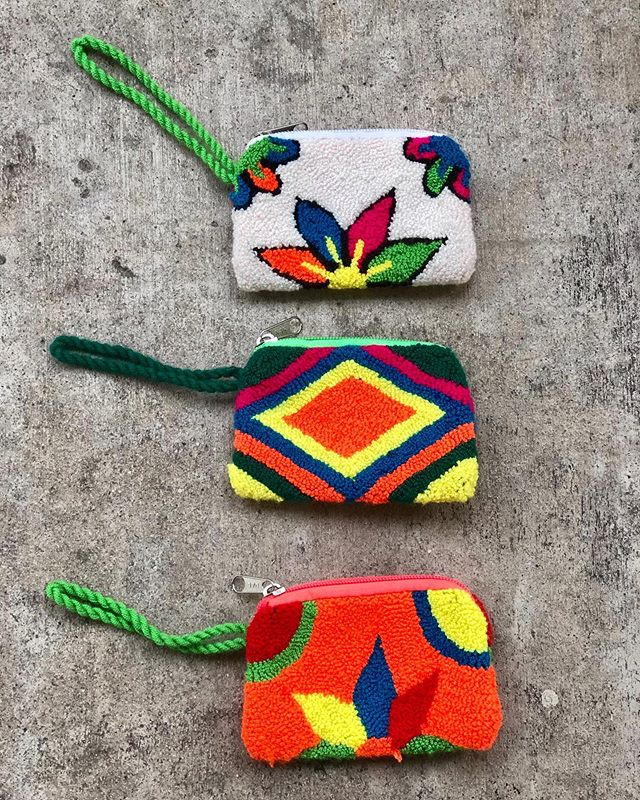 Handmade coin purses. The Wayuu Women continue to amaze me. The time and talent it takes to hand weave everything is incredible! • • #wayuubags #wayuu #supportwayuuwomen #wayuuwomen #colombia #shoplocal #buylocal