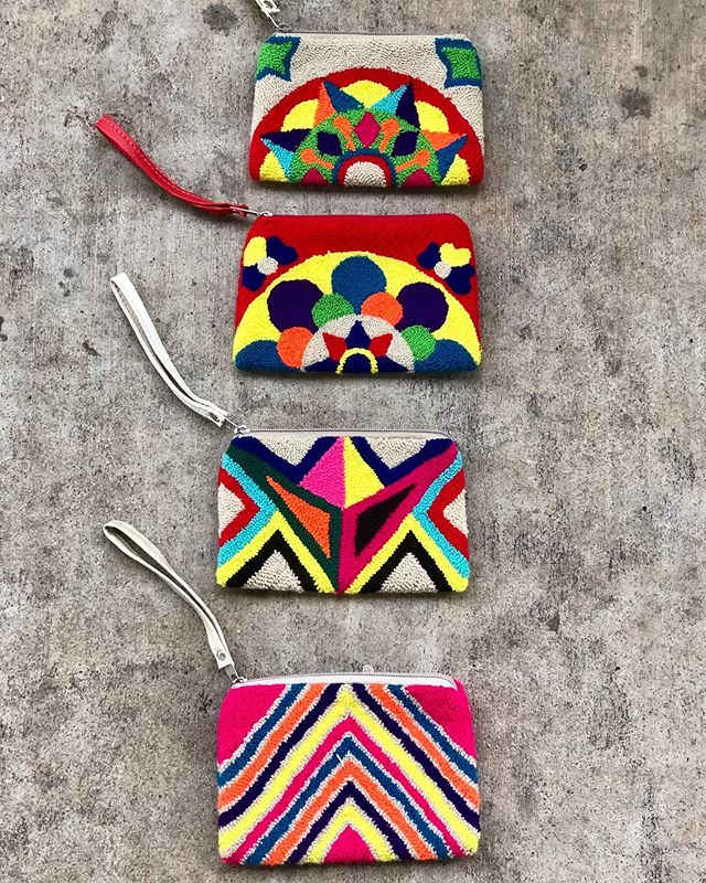 M O R E goodies from our Wayuu Women! These are a bit larger than the coin purses but not as large as the clutch. Great for phones, tarjetas etc. DM if interested. • • #wayuubags #wayuu #supportwayuuwomen #wayuuwomen #colombia #shoplocal #buylocal