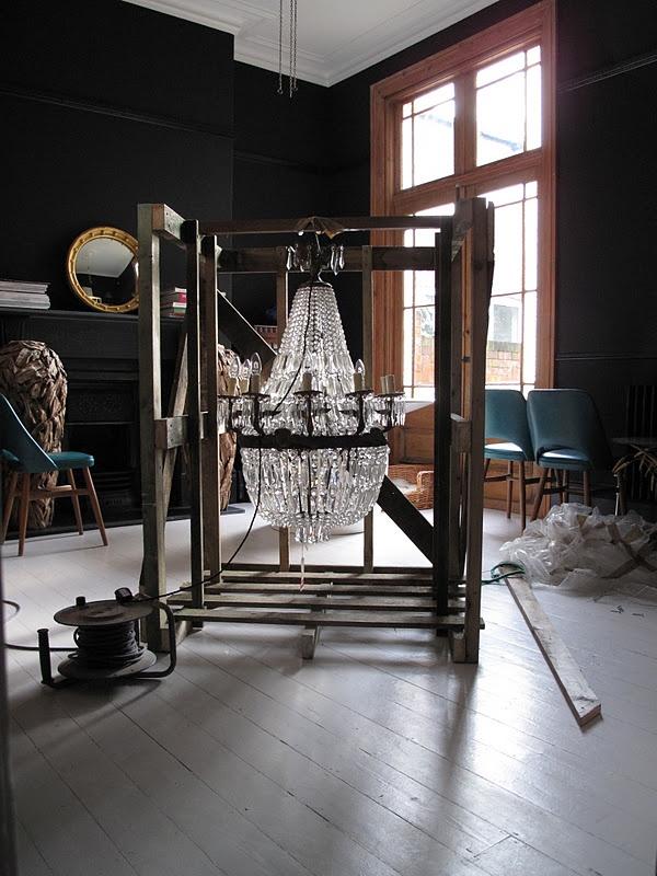 b9abd178e7fc9585fcd573a5c3c3fc2f--dark-interiors-crystal-chandeliers.jpg