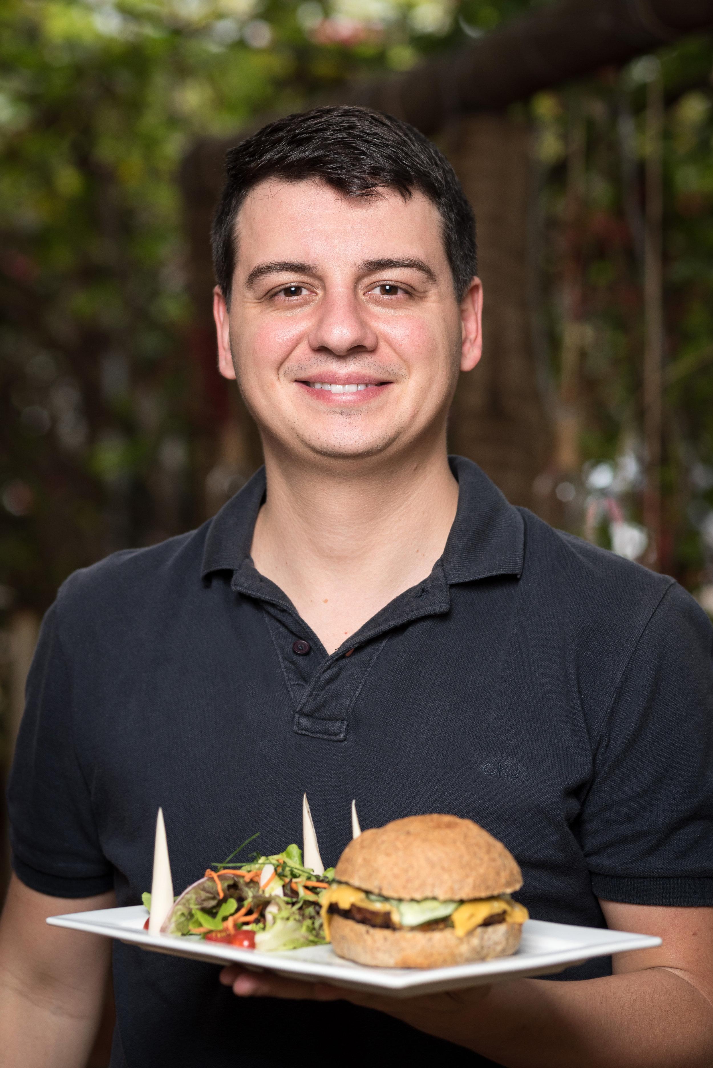 Andrei Prates, do Cantucci Bistrô, apresenta sua receita para o projeto.  Foto: Telmo Ximenes.