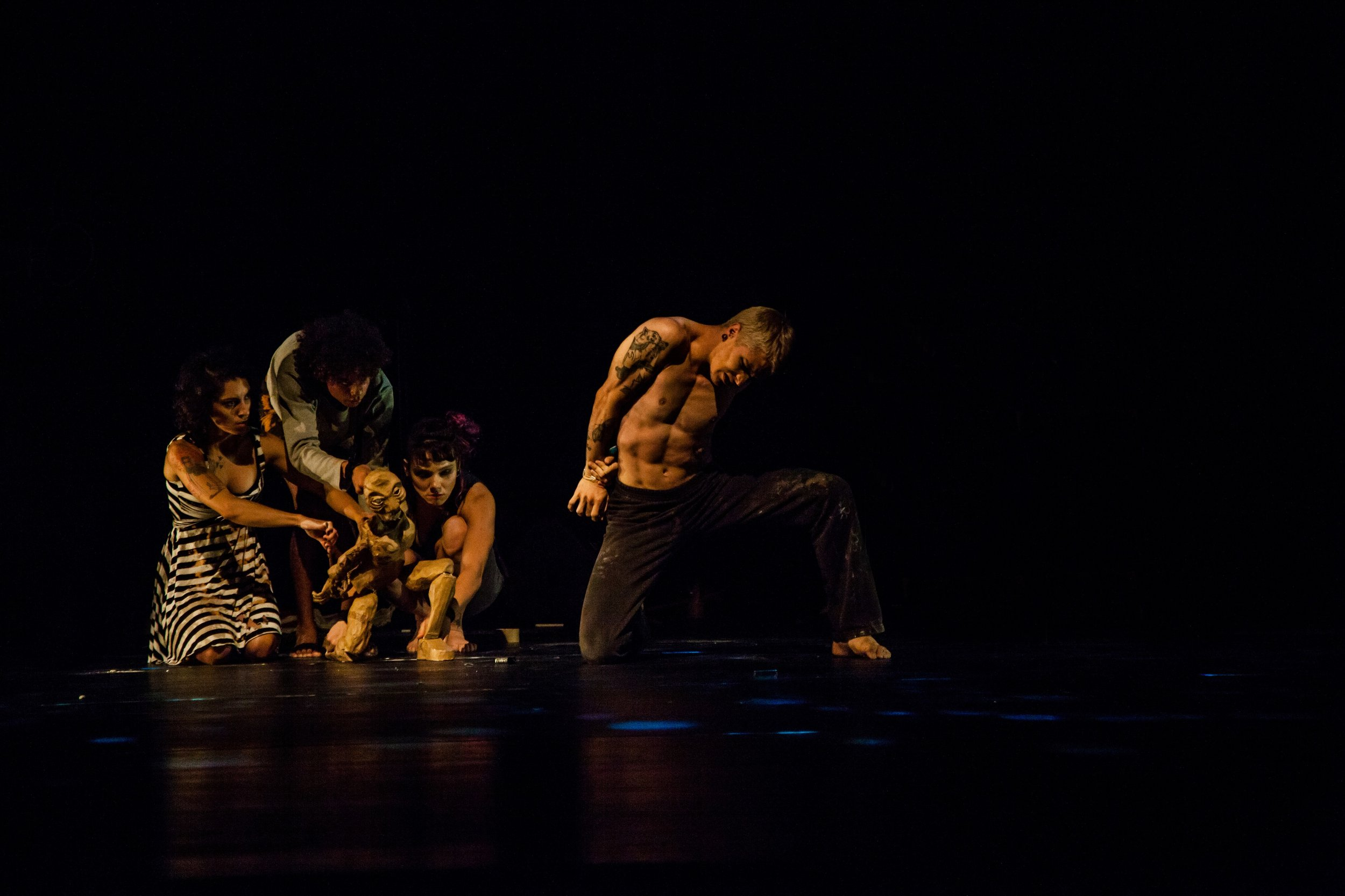 Foto de dentro: Caren Henrique (Espetáculo Sobre silêncios) Foto de fora: Jadson Douglas (Espetáculo Na Pegada Popular)