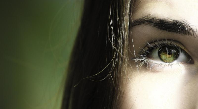 how to treat eyebrow dandruff with shampoo