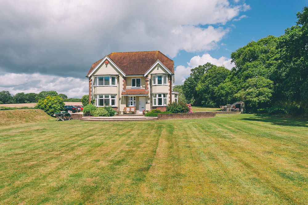 Leyland County House is a luxury Bed and Breakfast located in the New Forest National Park in Lymington, England.
