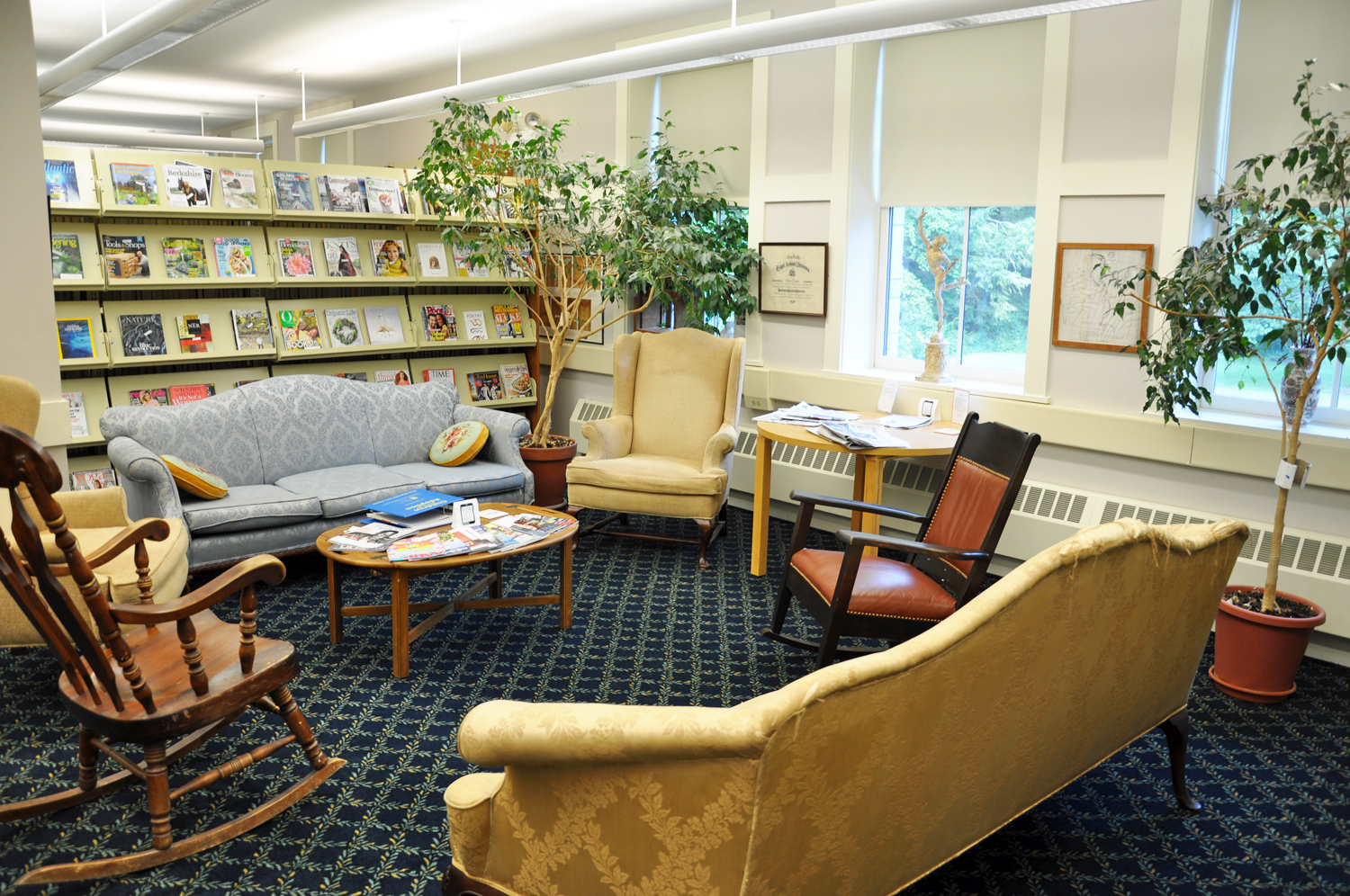 SEATING FOR READING IN PERIODICALS