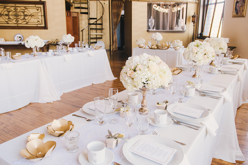 MICRO WEDDING - IVORY AND GOLDGROUP OF 30 BRUNCH