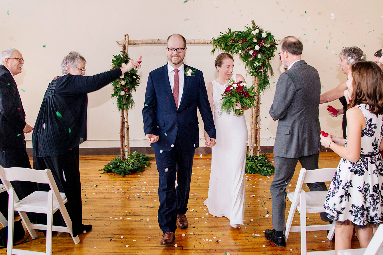 GROUP ELOPEMENT - CUPCAKES & CHAMPAGNEGROUP OF 24