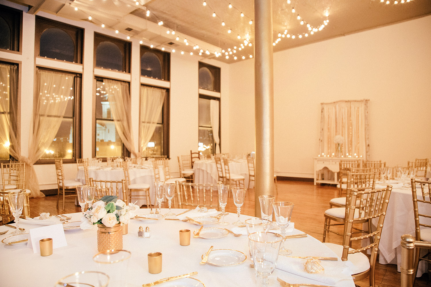 09-Creativo-Loft-victoria-gold-white-wedding.jpg