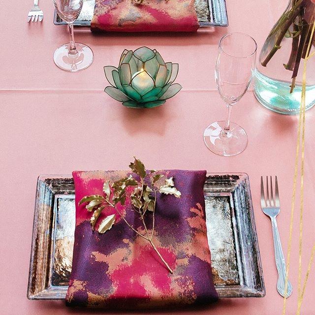 These lovely @bbjlinen linens are fantastic inspiration to usher in late summer sunset season...our favorite time of year! September brings warm and rich colors that are present in so many vibrant #colorpalettes for #weddings and other #celebrations.  Enjoy the Labor Day weekend! #chicagowedding #chicagoweddings #weddinglinens #weddingvenue #chicagoweddingvenue #loftvenue #weddingdetails #tablesetting #weddingcolors #summerwedding