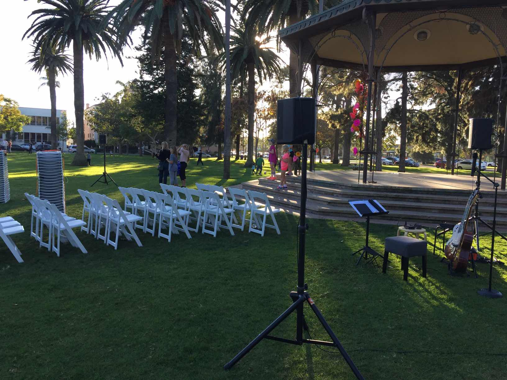 Battery Powered PA - Perfect Solution for Outdoor Venues!!!Craig's 3 Speaker set up is ideal for full sound coverage for events hosting up to 250 guestsState of the Art speakers by BOSE and ROLANDWireless handheld microphone for the officiantNO ACCESS TO POWER IS REQUIRED!!!!