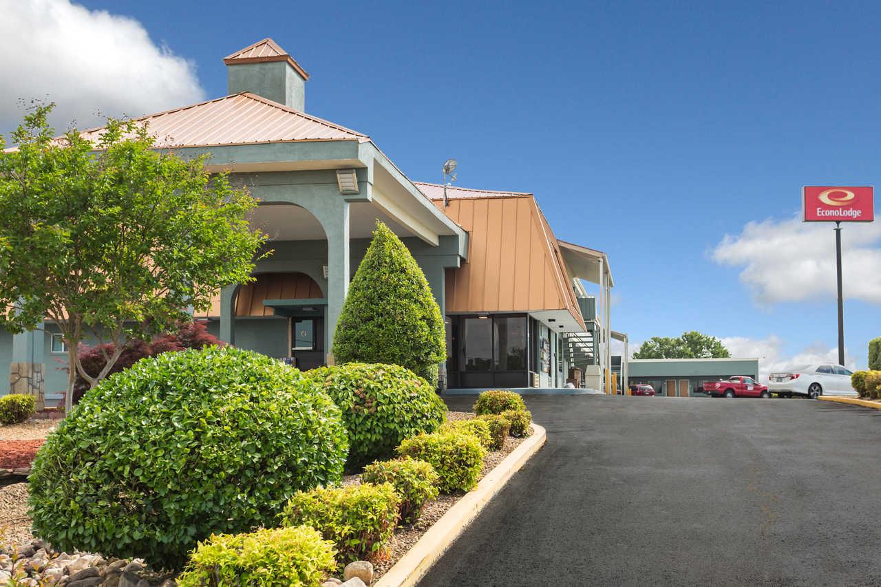 Econo Lodge White Pine TN   3670 Roy Messer Drive White Pine, TN 37890 (865) 674-2573