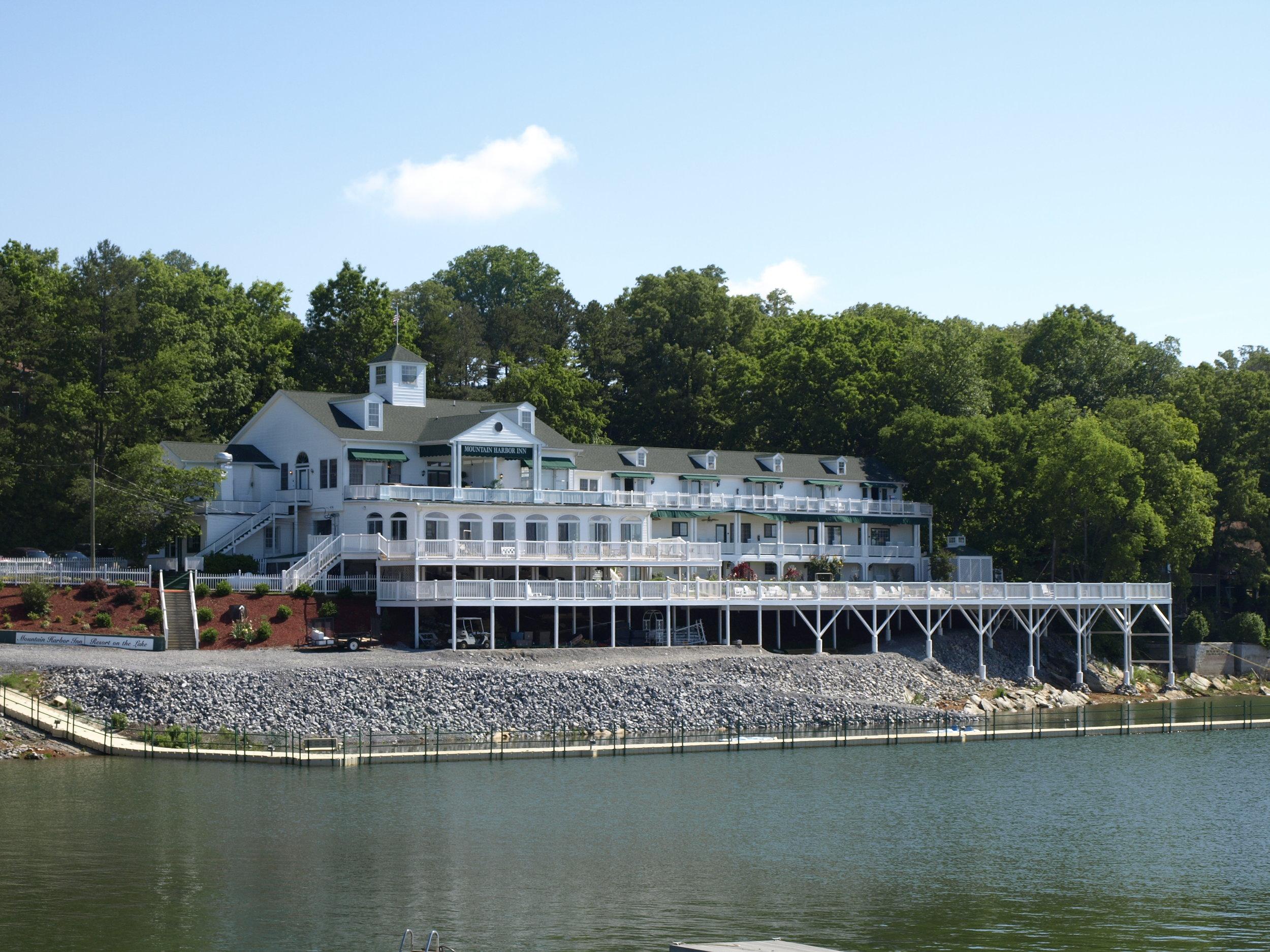 Mountain Harbor Inn   1199 Hwy. 139 Dandridge, TN 37725 (865) 397-1313