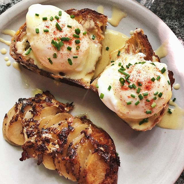 The grilled cheese Benedict is breakfast perfection (if your goal is to nap through lunch due to food coma). 4 cheeses & bacon between buttery, thick slices of  @bartletthouseghent sourdough, topped with poached eggs and roasted garlic hollandaise 🍞🧀🥚🥓