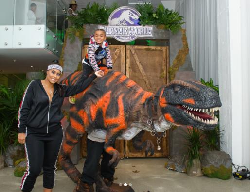 Dinosaur Performer Chicago.png