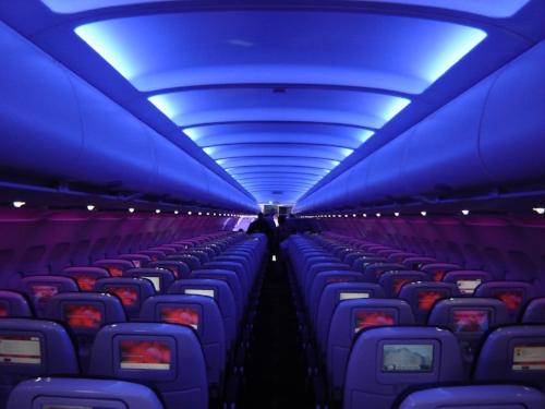 Virgin_America_A320_cabin.jpg