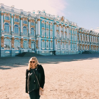 House Hunters: Russian Royal Palace Edition
