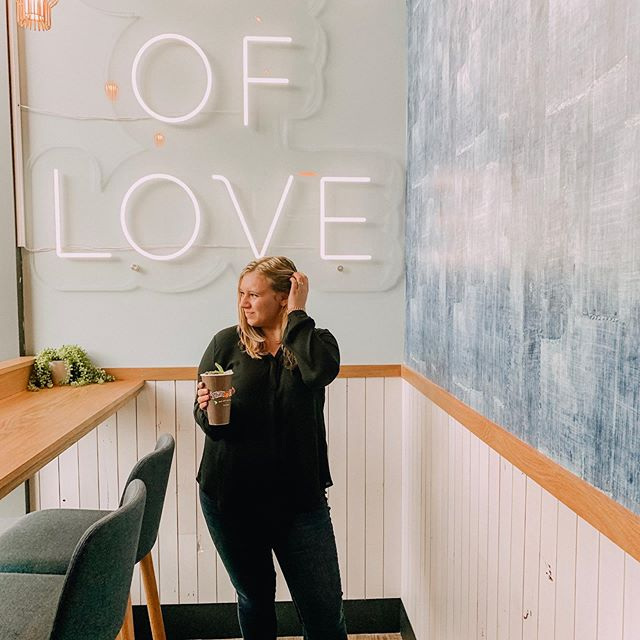 Be a cup of love ❤️Happy opening weekend to @philzcoffee in Lincoln Park at the new Commons! I'm not the biggest coffee person but I did try their iced rosé coffee at it was pretty good ☕️ Ya know me, any chance at a good insta pic with a sign + I'm in ✨ I love that this one is a good reminder that everything you do should be full of love. Happy weekend loves! ❤️ (P.S. unrelated but a killer hammies + 🍑 workout is on my stories for ya!)
