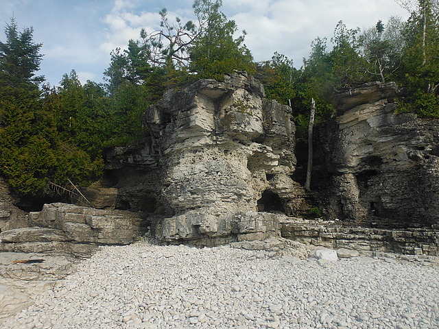 18.1401290360.rock-formations-on-indian-head-cove.jpg