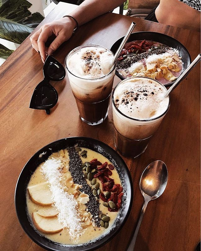 Good morning! Time to start the day with delicious lattes and smoothie bowls, available on the hostel ground floor restaurant 🤤🍎 - - 📷 @sofialovgrens