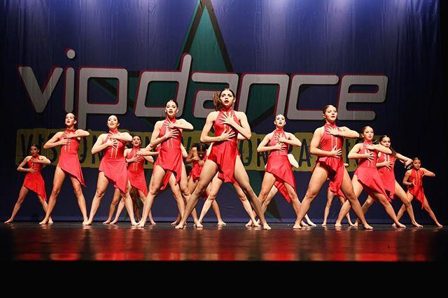 """If you want to go fast, go alone. If you want to go far, go together."" 🙌🏽🖤 . . . .📸: @kt_miller_photography . . . . #E3DC #E3 #mindbodysoul #dancespiritmagazine #dancer #instagramfordancers #danceclass #dancers #danceshoes #dancerecital #ballet #chicagodance #dancelife #dancestudio #choreography #sportsman #dancefloor #championship #justdance #sportphoto #contemporarydance #fitness #actionphotography  #midwestmoment #insta_chicago #dancersofinstagram #dancegoals #traininsane #vipdance #ktmillerphotography"