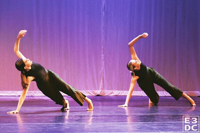 🌟 HEY! 🌟 Our #E3DC Summer Class Series begin TOMORROW! Email or DM us for more info. 🖤🙌🏽 . . . . . .📸: @chloealexisham . . . . . #E3DCfam #E3 #mindbodysoul #dancespiritmagazine #dancer #instagramfordancers #danceclass #dancers #danceshoes #dancerecital #ballet #chicagodance #dancelife #dancestudio #choreography #sportsman #dancefloor #championship #justdance #contemporarydance #fitness #actionphotography  #midwestmoment #insta_chicago #dancersofinstagram #dancegoals #chloehamiltonphotography #masterclass