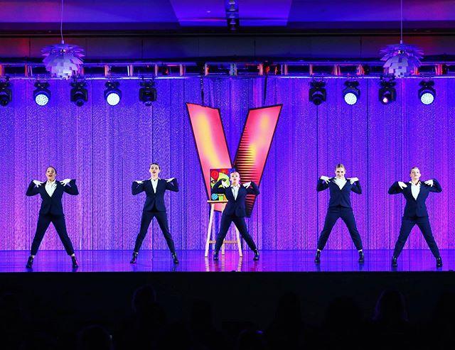 Ready for the weekend like... 🤣🖤🙌🏽 . . . . . . . . #E3DC #E3DCfam #E3 #mindbodysoul #dancespiritmagazine #dancer #instagramfordancers #danceclass #dancers #danceshoes #dancerecital #ballet #chicagodance #dancelife #dancestudio #choreography #sportsman #dancefloor #championship #justdance #contemporarydance #fitness #actionphotography  #midwestmoment #insta_chicago #dancersofinstagram #dancegoals #velocitydanceconvention