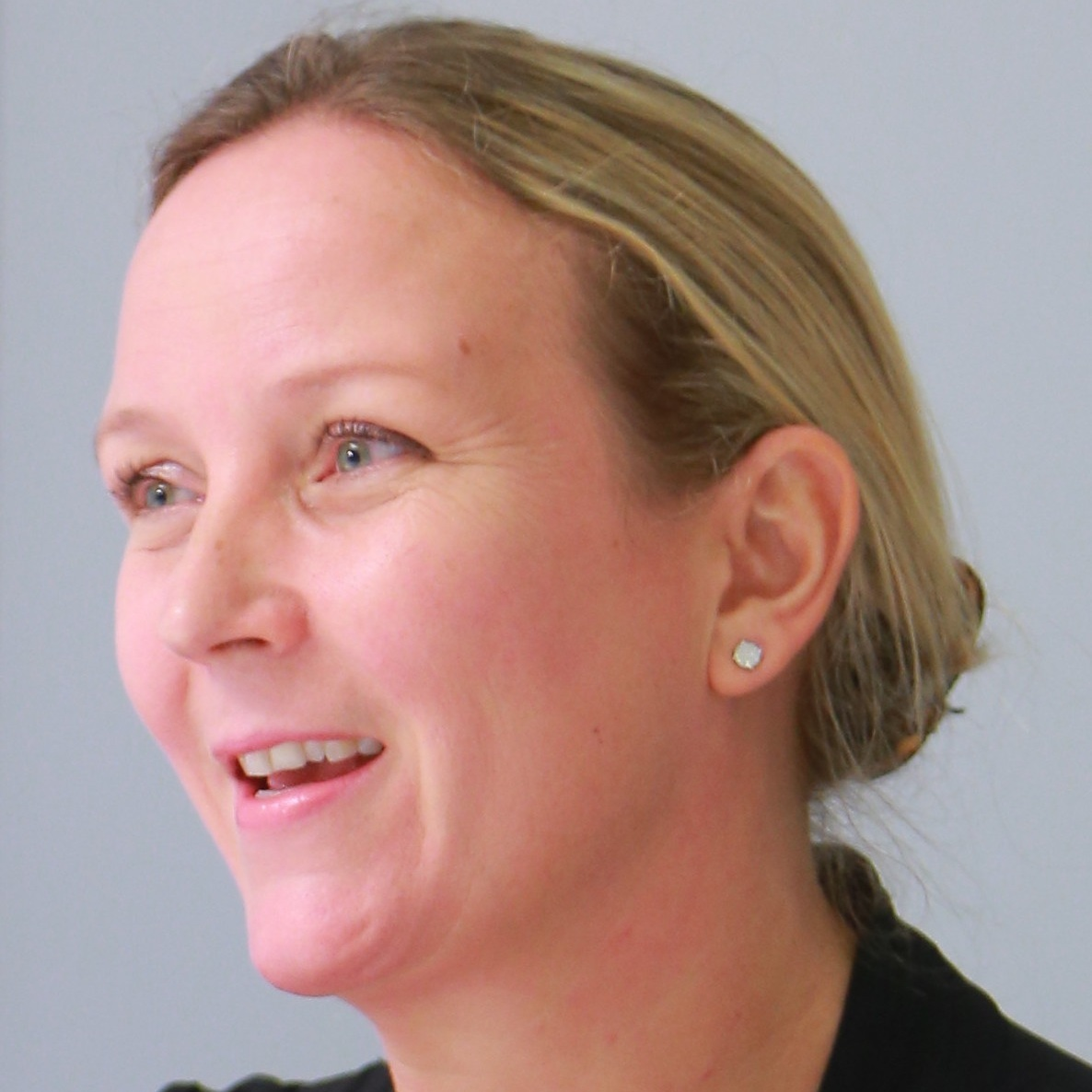 Marieke van Raaij - Marieke's career as a Human Resources Consultant spans more than two decades, with the last 15 years spent in Hong Kong and Singapore. Marieke currently serves as director at a boutique consulting firm, focused on designing, implementing and brokering HR solutions to enable clients' digital transformation journey.Previously, Marieke was a senior consultant at KNOLSKAPE, with the remit to help clients address their talent transformation needs in the digital world.Before that Marieke was with Willis Towers Watson in London and for ten years Hong Kong, leading the team focused on driving employee engagement and a positive organisational culture.