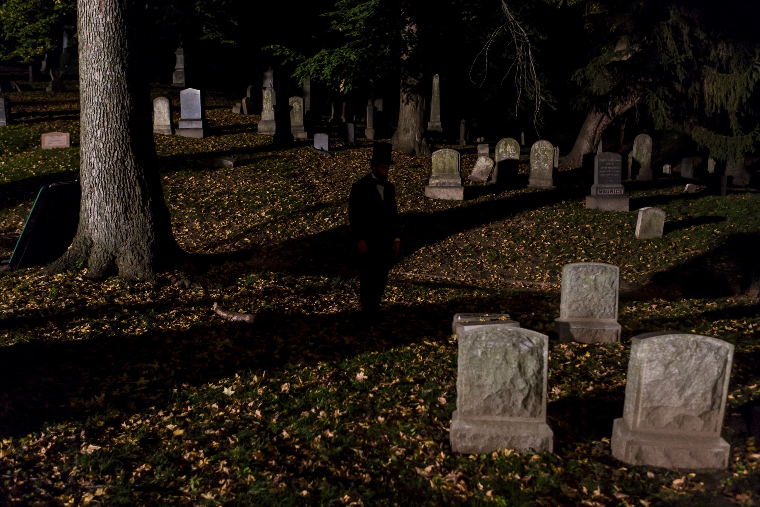 lincoln in the bardo graveyard 1.jpg