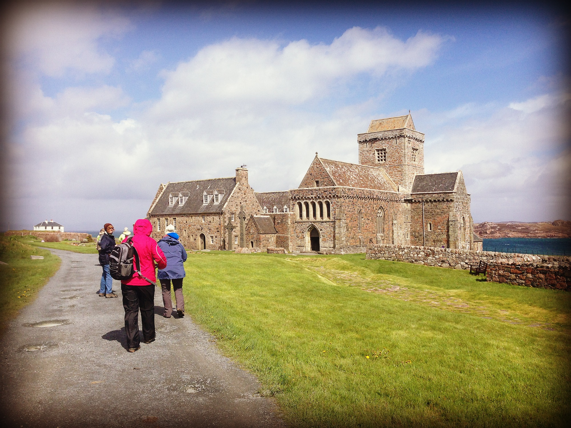 pilgrims going to the abbey