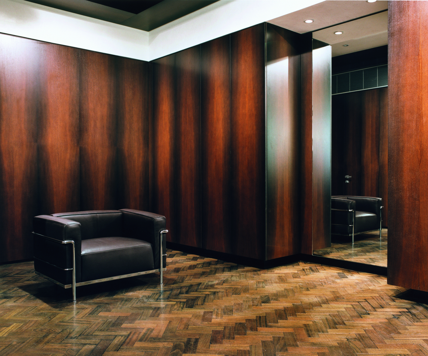 No.8 Savile Row, Kilgour Flagship, Design Carlo Brandelli May 2003.